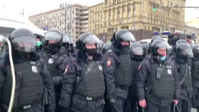 vidéos et rushes de the russian security forces on saturday, jan. 23, have detained many people to stop nationwide protests that have been held to show solidarity with... - moscow russia