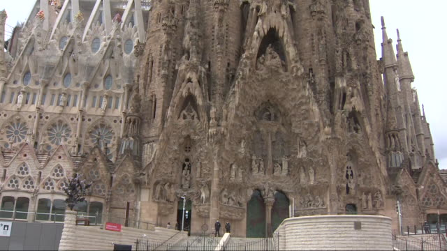 vidéos et rushes de the sagrada familia is reopening its doors on july 4. the basilica will follow a progressive opening process to honor the citizens of barcelona,... - ouverture du diaphragme
