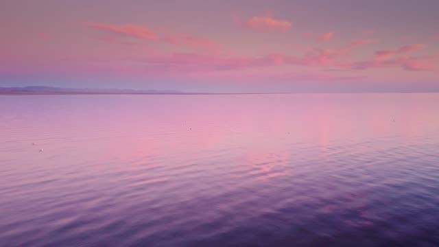 the salton sea at sunset - aerial view - faglia di sant'andrea video stock e b–roll