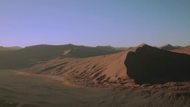 the sand dunes of sossusvlei - area selvatica video stock e b–roll