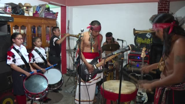 stockvideo's en b-roll-footage met the sandoval brothers a family of musicians well known in the mexican town of nezahualcoyotl mix punk rock with traditional instruments of the... - moderne rock