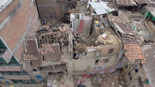 vídeos de stock, filmes e b-roll de the scale of devastation caused by the 75 magnitude earthquake that hit nepal on saturday can be seen in this aerial footage as hundreds of homes and... - terremoto