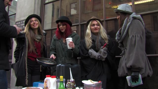 vidéos et rushes de the scarletz cooking pancakes on shrove tuesday outside bbc radio one. sighted: the scarletz on march 08, 2011 in london, england - mardi gras fête religieuse