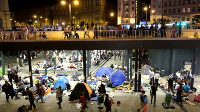 the scene at budapest keleti station where thousands of refugees have been lockedout and prevented from boarding trains to seek asylum in germany the... - 2015 stock-videos und b-roll-filmmaterial