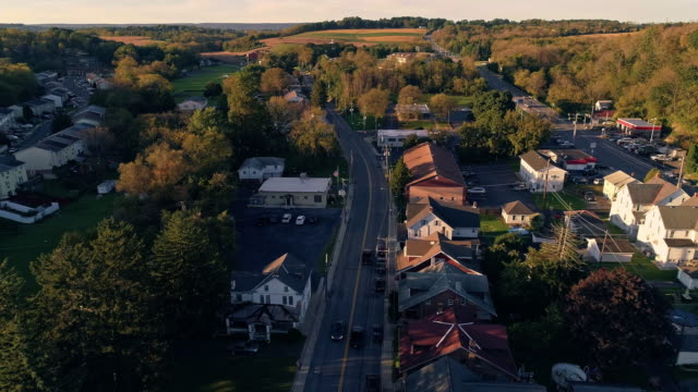 the scenic view of the small pennsylvanian town bath at sunset. appalachian mountains, pennsylvania, usa. aerial drone video with the forward and descending camera motion. - small town stock videos & royalty-free footage