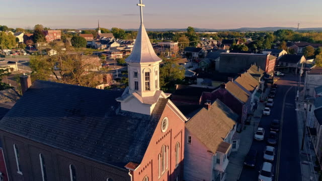 the scenic view of the small pennsylvanian town bath at sunset. appalachian mountains, pennsylvania, usa. aerial drone video with the forward camera motion. - church stock videos & royalty-free footage