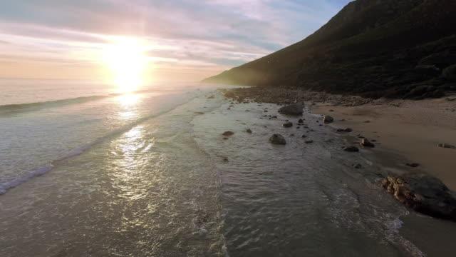 stockvideo's en b-roll-footage met de zee is niet een plek om te bezoeken, heeft het huis - ontsnappen