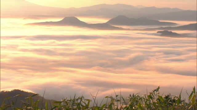 the sea of clouds over lake kussharo - 1 minute or greater stock videos & royalty-free footage