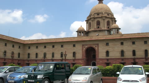 stockvideo's en b-roll-footage met the secretariat building or central secretariat in the administrative centre of new delhi - politiek