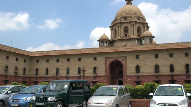 the secretariat building or central secretariat in the administrative centre of new delhi - politics stock-videos und b-roll-filmmaterial