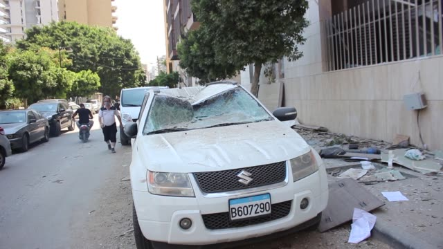 the secretary-general of the lebanese red cross on wednesday said victims of tuesday's explosion at the port of beirut have risen to 100 and more... - explosion stock-videos und b-roll-filmmaterial