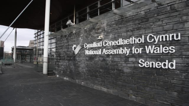 the senedd, home of the welsh national assembly, at cardiff bay, wales, uk. - ウェールズ文化点の映像素材/bロール