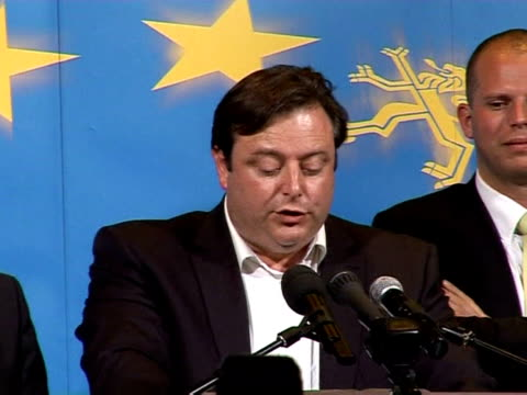 the separatist nva party won the largest share of the vote in dutch-speaking flanders in belgium's general election sunday, according to television... - politik und regierung stock-videos und b-roll-filmmaterial