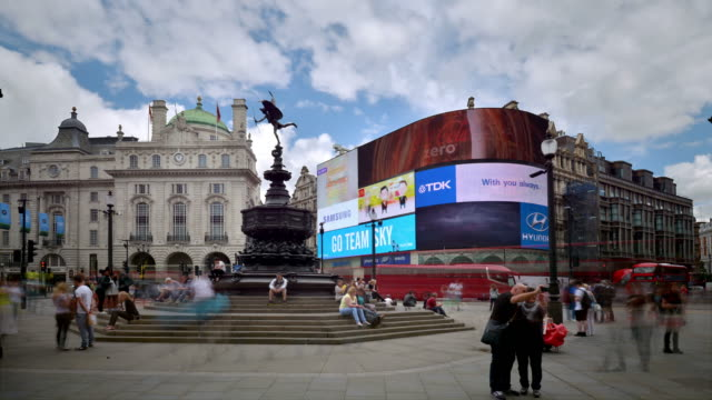 t/l the shaftesbury memorial fountain and eros piccadilly circus - steps and staircases stock videos & royalty-free footage