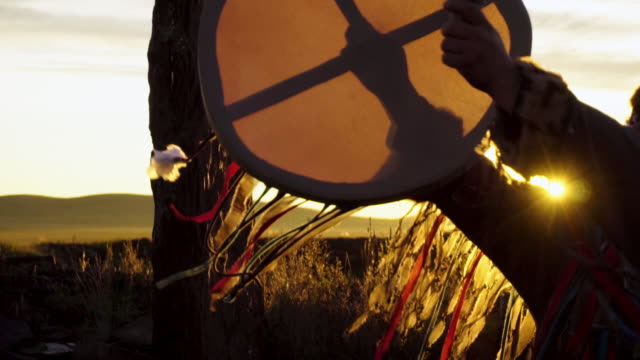 stockvideo's en b-roll-footage met the shaman performs the rite at sunrise. - ceremonie