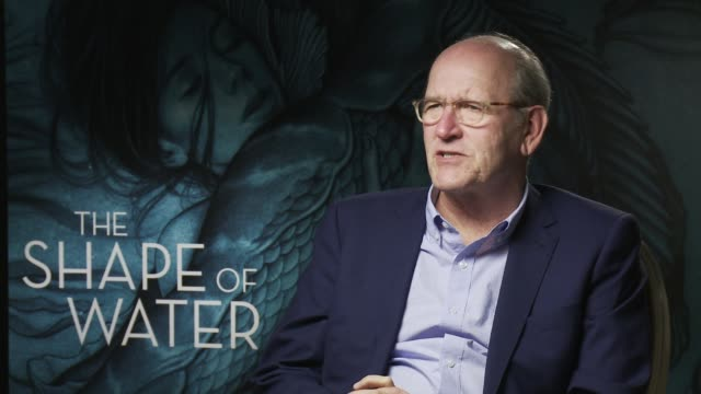 'the shape of water' - trying to tell people the plot of the film at interview 74th venice international film festival on august 31, 2017 in venice,... - 第74回ベネチア国際映画祭点の映像素材/bロール