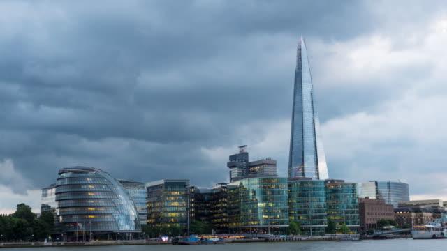 Den skärvan och city hall, London