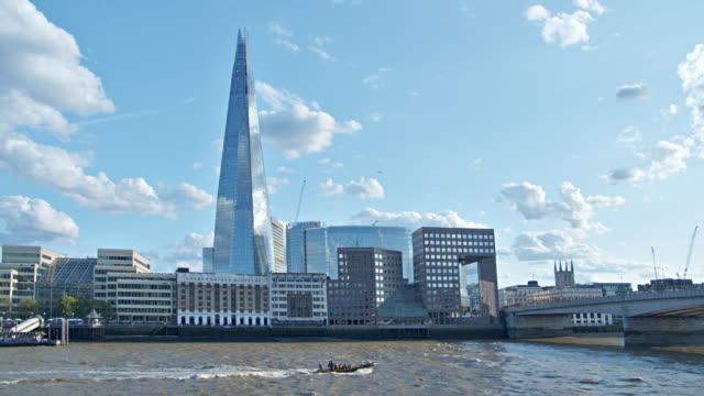 the shard building in london. riverfront. financial district. modern business downtown. - fiume tamigi video stock e b–roll