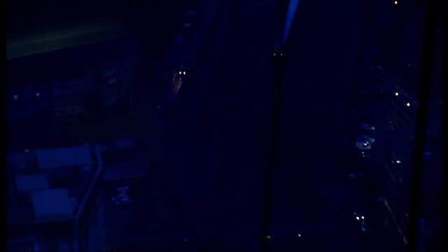 vídeos de stock, filmes e b-roll de general views / boris johnson cutting ribbon england london the shard high angle view of tower bridge seen from the shard viewing platform /... - cortando fita