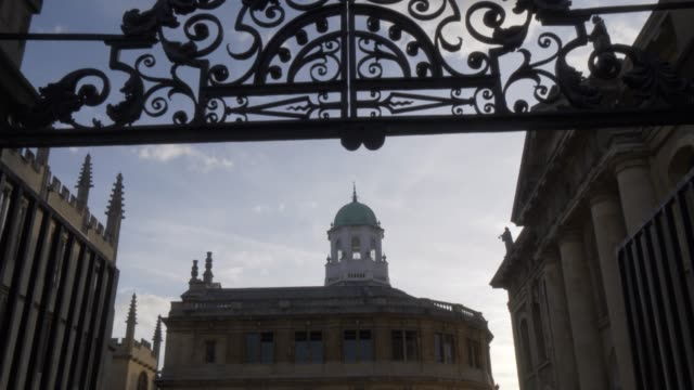 the sheldonian theatre, oxford, oxfordshire, england, united kingdom, europe - xvii° secolo video stock e b–roll