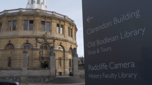 the sheldonian theatre, oxford, oxfordshire, england, united kingdom, europe - oxfordshire stock videos & royalty-free footage