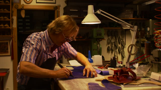 the shoemaker repairs a shoe - handwerker stock videos & royalty-free footage