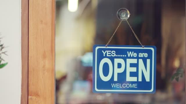 butiken är öppen nu - öppen bildbanksvideor och videomaterial från bakom kulisserna