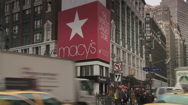"""vídeos y material grabado en eventos de stock de the sign on 6th and 34th of """"macy's the worlds largest store"""" - macy's"""