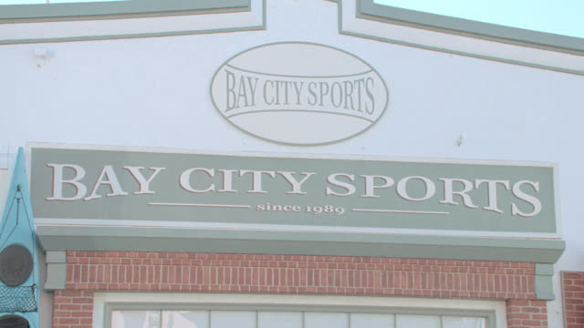 """the signs above a storefront on a hill in san francisco read  """"bay city sports"""". - hill点の映像素材/bロール"""