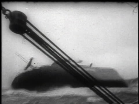 vidéos et rushes de the sinking of the american freighter ship flying enterprise off coast of united kingdom after long struggle / united kingdom - 1952