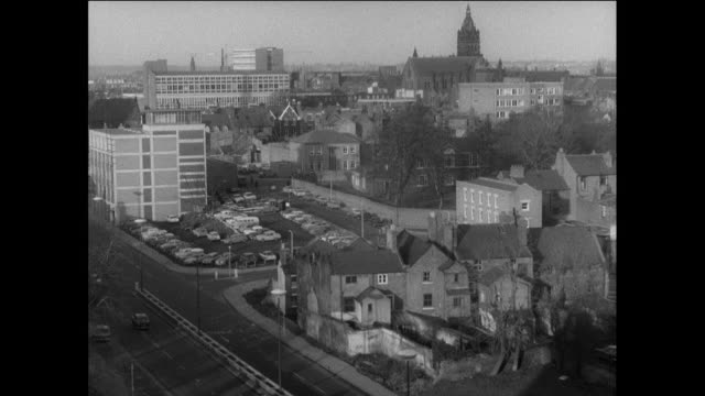 stockvideo's en b-roll-footage met pan the skyline of chester featuring city street, multi-story residences, office buildings and church spires / england, united kingdom - kerktoren
