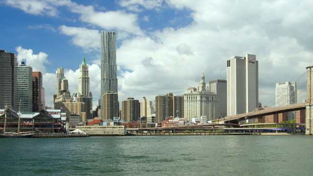 stockvideo's en b-roll-footage met t/l the skyline of lower manhattan and the brooklyn bridge / new york city, new york, united states - b roll