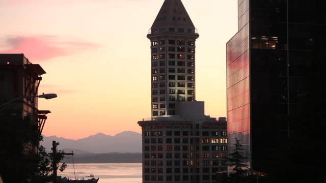 the smith tower in seattle washington at sunset on a summer evening. - smith tower stock videos & royalty-free footage