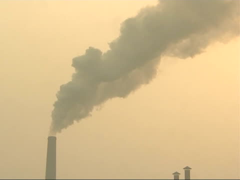 the smog infested city of linfen in china general view of smoke billowing across the sky from the top of a factory chimney / smoke rising quickly and... - skadedjursangrepp bildbanksvideor och videomaterial från bakom kulisserna