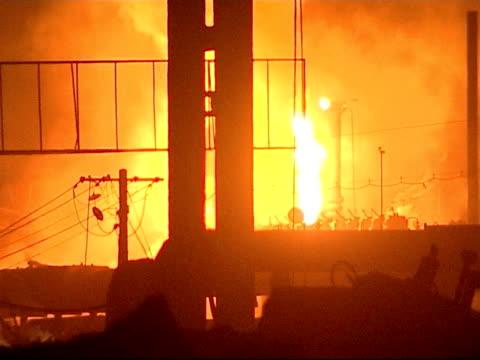 the smog infested city of linfen in china more general views of smoke and fires in and around the factory good - skadedjursangrepp bildbanksvideor och videomaterial från bakom kulisserna