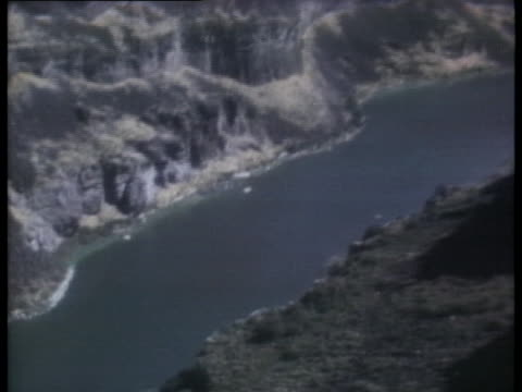 the snake river winds at the bottom of a 1700 foot wide canyon.. - snake river stock videos & royalty-free footage