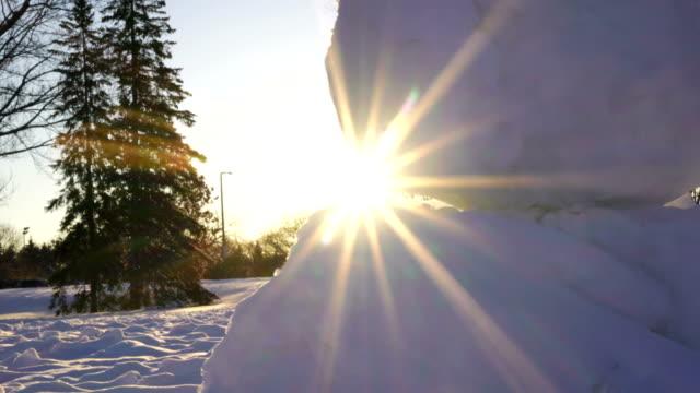 vídeos y material grabado en eventos de stock de el muñeco de nieve en la salida del sol - ontario canadá