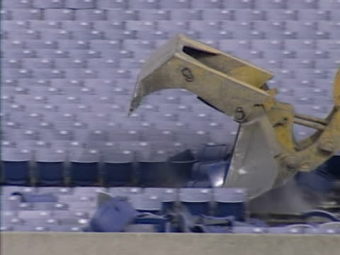vidéos et rushes de the soldier field football stadium on jan. 20, 2002 in chicago, illinois. - nfc