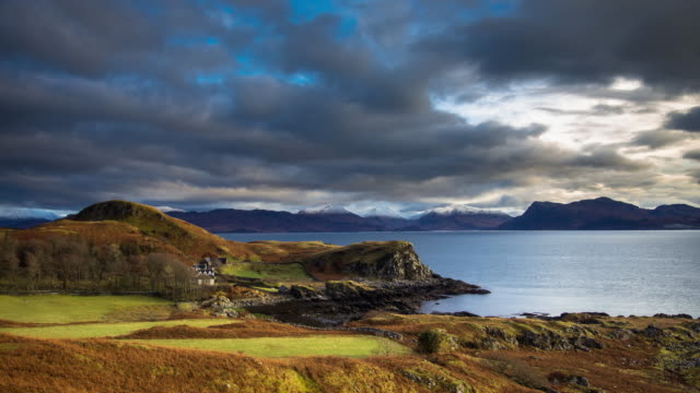 vídeos de stock, filmes e b-roll de the sound of sleat from skye - time lapse - escócia