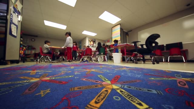 the south texas residential family center in dilley texas is the largest immigrant detention center in the united states and is intended to detain... - アメリカ移民税関捜査局点の映像素材/bロール