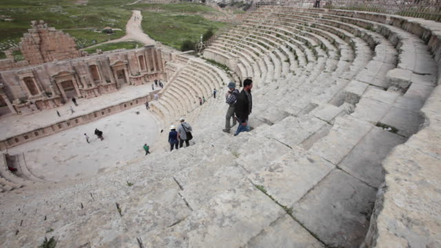 vídeos y material grabado en eventos de stock de the south theatre in the ancient gerasa - the greco-roman ruins in the jordanian city of jerash - anfiteatro