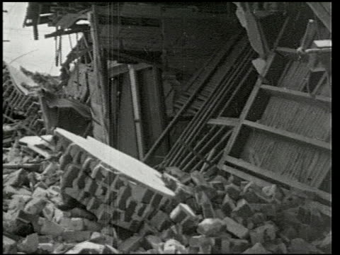 vídeos de stock e filmes b-roll de the southern california earthquake - 4 of 16 - veja outros clipes desta filmagem 2474