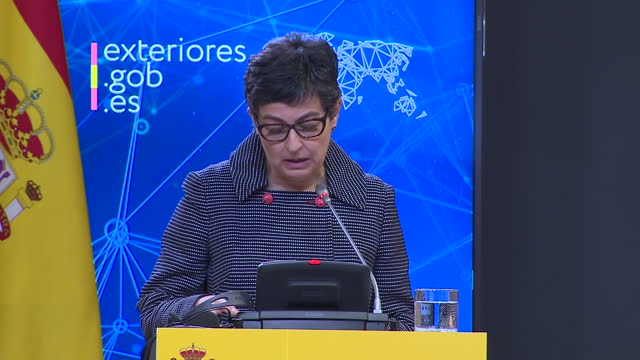 stockvideo's en b-roll-footage met the spanish minister of foreign affairs, european union and cooperation, arancha gonzález laya, has announced that the two journalists murdered in... - repatriëring