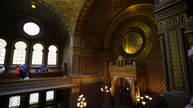 the spanish synagogue in prague - stare mesto stock videos & royalty-free footage