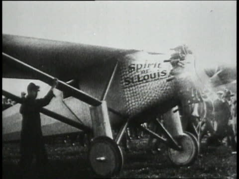 the spirit of st louis landing at curtis field / lindbergh climbing out of airplane / - 1927 bildbanksvideor och videomaterial från bakom kulisserna