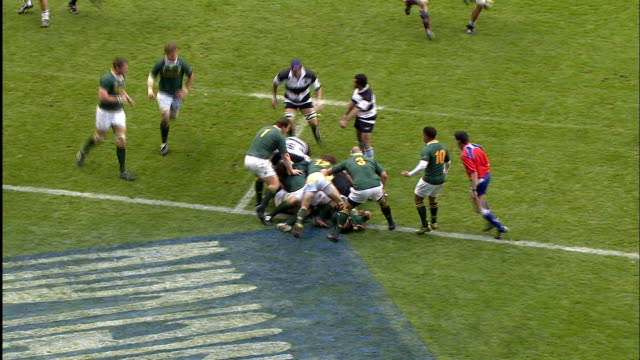 the springboks botch a lineout throw allowing o'connor to score his first try of the match barbarians v springboks 4th december 2010 available in hd - lineout stock videos and b-roll footage