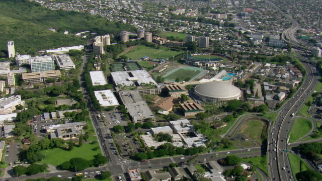 stockvideo's en b-roll-footage met the stan sheriff center, an arena on the campus of the university of hawaii, honolulu. - oahu