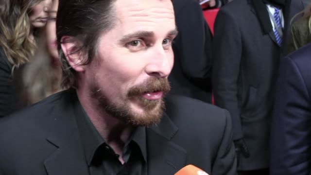 vídeos de stock, filmes e b-roll de the stars of crime caper american hustle christian bale and bradley cooper say that their director's raw atmosphere on set and risk taking were... - raw footage