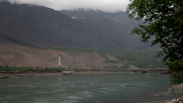 stockvideo's en b-roll-footage met the state border between tajikistan and afghanistan. - afghanistan