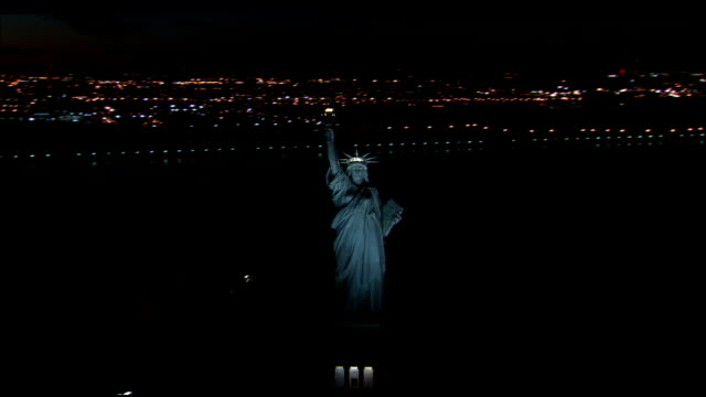 vídeos de stock, filmes e b-roll de the statue of liberty in new york harbor at night. available in hd. - 2001